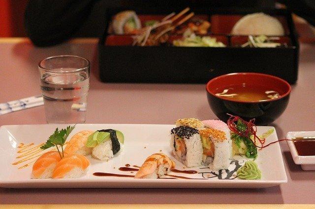 ことばのいずみ グルメな英語1 ネイティブスピーカーの食レポに学ぶ Japanese food hidden gems.jpg